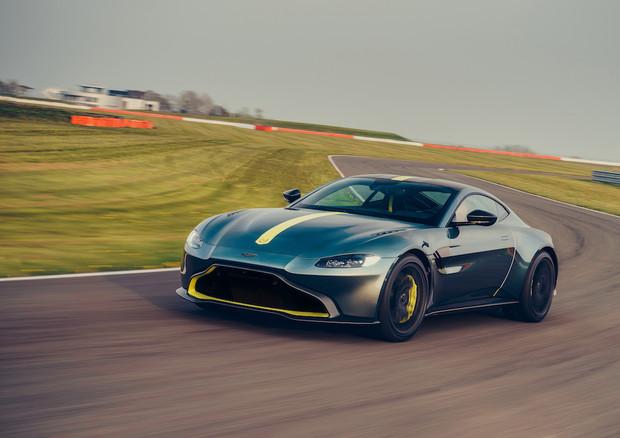 Aston Martin Vantage AMR, serie limitata con cambio manuale