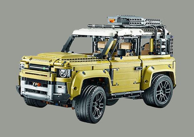 Land Rover Defender 2020, kit Lego svela aspetto definitivo