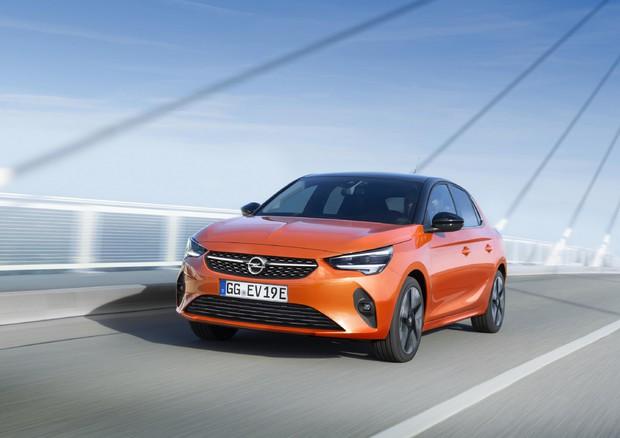 Opel: la Corsa-e e la Grandland X Hybrid4 aprono l'elettrificazione
