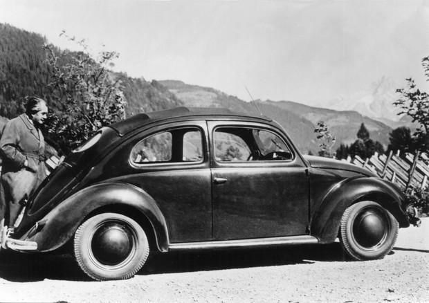 Fine di un'epoca: Volkswagen manda in pensione il mitico Maggiolino