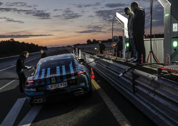 Porsche Taycan, risultati da record per il prototipo elettrico