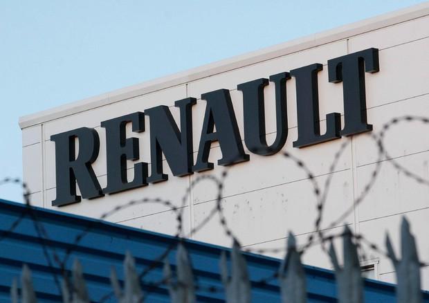 Renault, ricavi previsti in calo, il titolo crolla in Borsa
