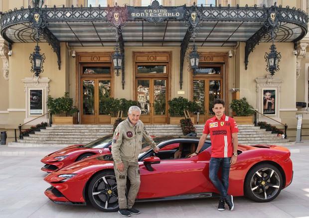 Leclerc sgomma a Montecarlo con la Ferrari SF90 Stradale!