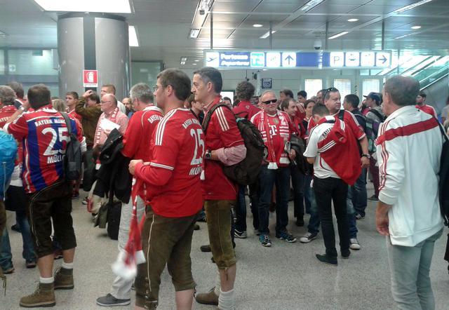 "Calcio: Roma-Bayern, tifosi tedeschi ""colorano"" aeroporto ..."