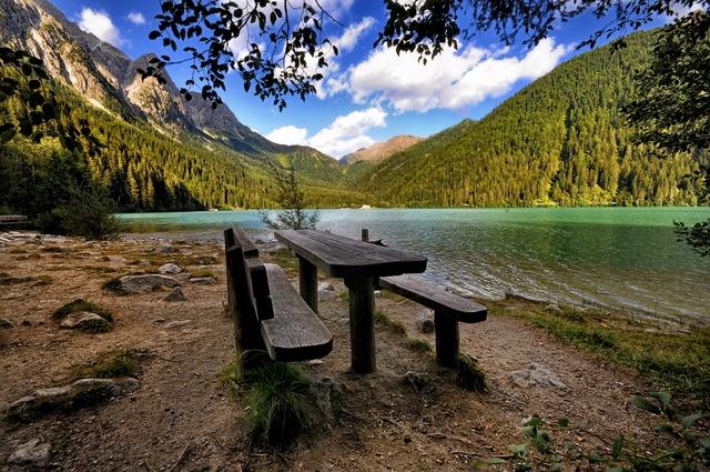 Per meditare o riposare, le panchine piu belle ...