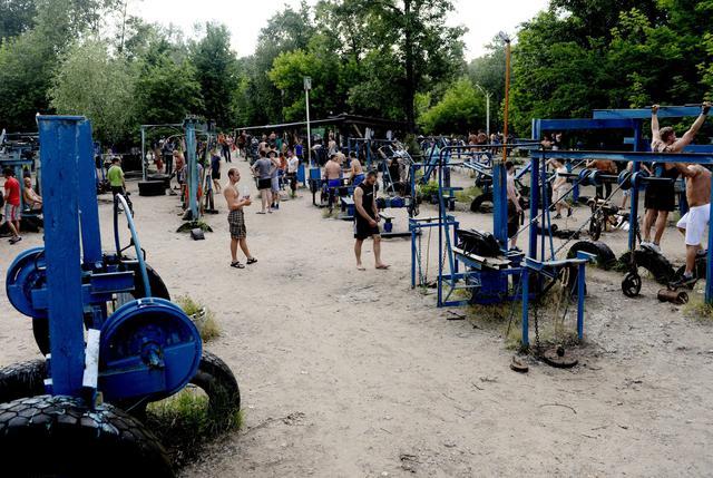 Amato Una palestra all'aperto sulle rive del fiume Dniper a Kiev  VM54