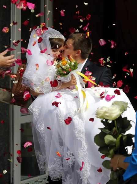 Matrimonio In Crisi : Matrimonio in tempo di crisi ucraina primopiano ansa