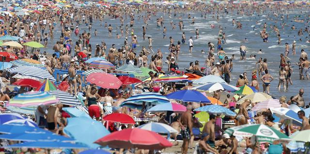 La spiaggia di malvarrosa strapiena a valencia for Spiaggia malvarrosa valencia