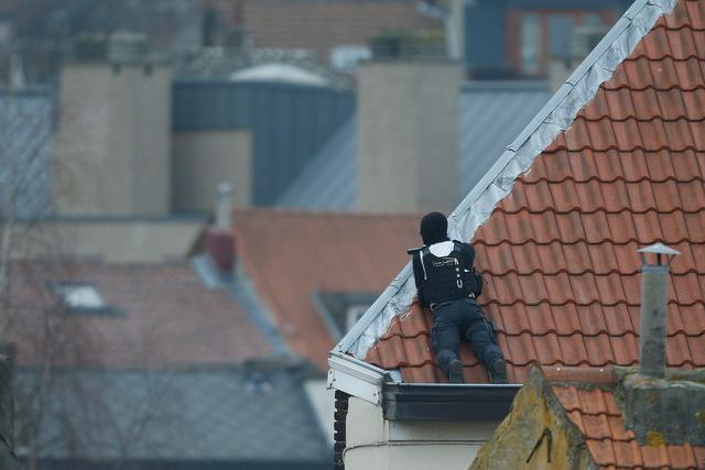Shootout in Brussels during police raid © Ansa