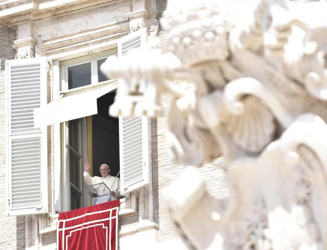 Papa francesco dalla finestra in piazza san pietro - Finestra in spagnolo ...