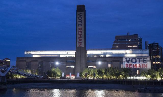 Brexit tate modern gallery di londra illuminata per for Tate gallery di londra