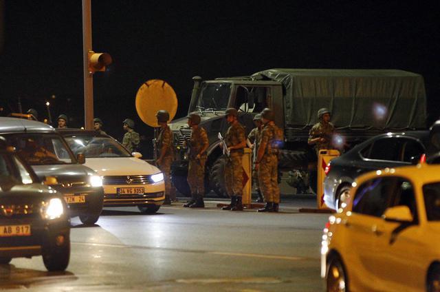 Turchia, fallito il colpo di stato. 2.900 arresti e 190 morti