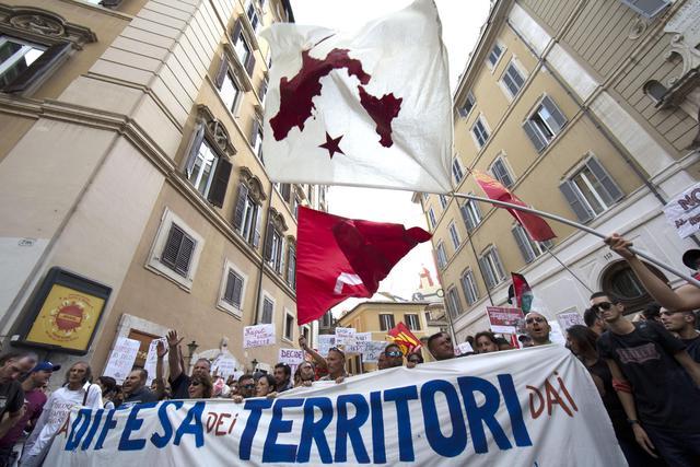 Decorazione Bagnoli : Manifestazione a roma contro il commissariamento di bagnoli