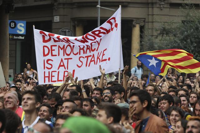 Un momento del corteo per lo sciopero generale a Barcellona