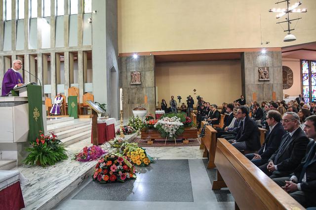 I funerali di aldo biscardi in piazza della balduina a for Piazza balduina