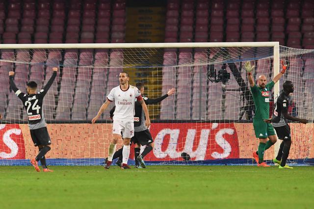 Bonucci si dispera per l'occasione sprecata da Biglia nel finale