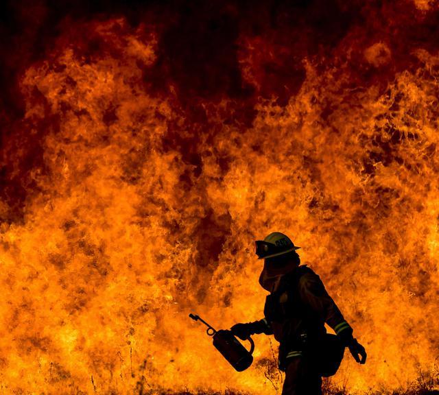 I boschi nel sud della california continuano a bruciare for Cabine romantiche nel sud della california