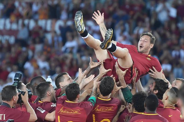 Roma, clamoroso Totti: 'L'anno prossimo continuo a giocare'