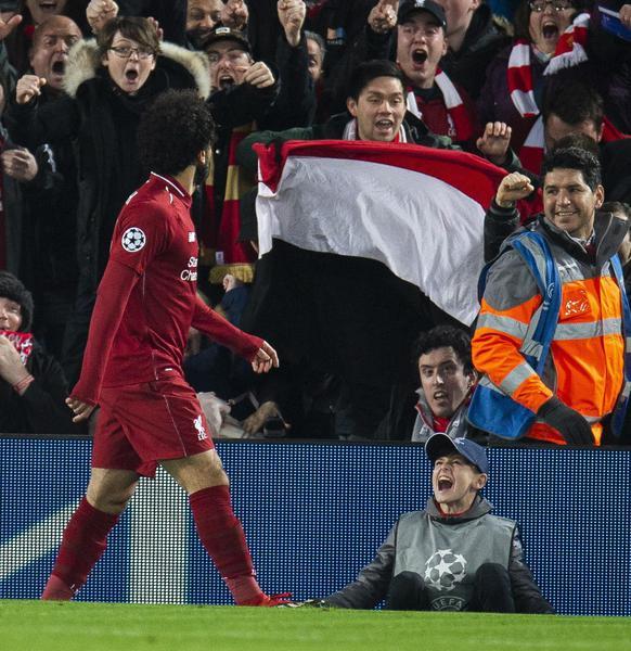 L'entrata killer di Van Dijk su Mertens durante Liverpool Napoli