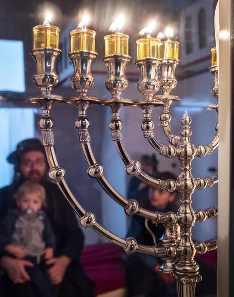 Ebrei ortodossi celebrano la festa di Hanukkah a Gerusalemme
