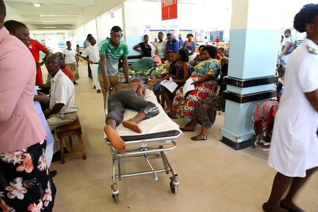 Risultati immagini per medici nello zimbabwe