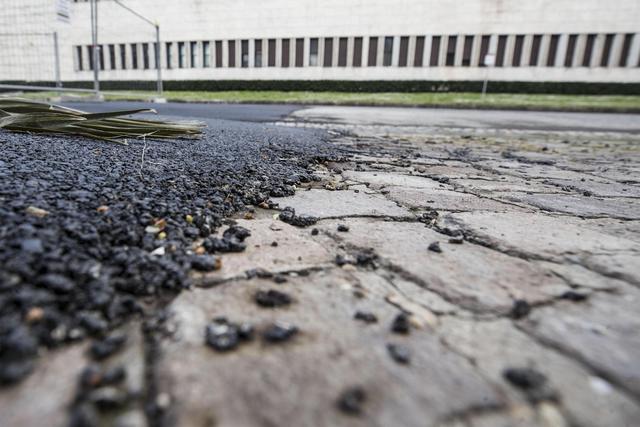 I sampietrini dell'Eur ricoperti di asfalto per l'eco GP FOTO