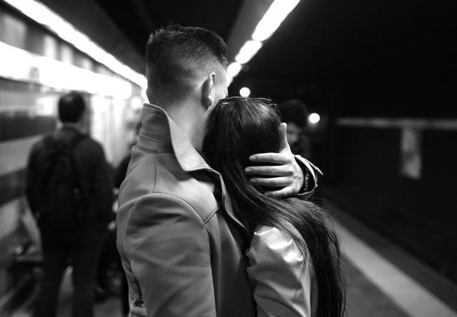 8 marzo, contro la violenza di genere un abbraccio d'amore © Ansa