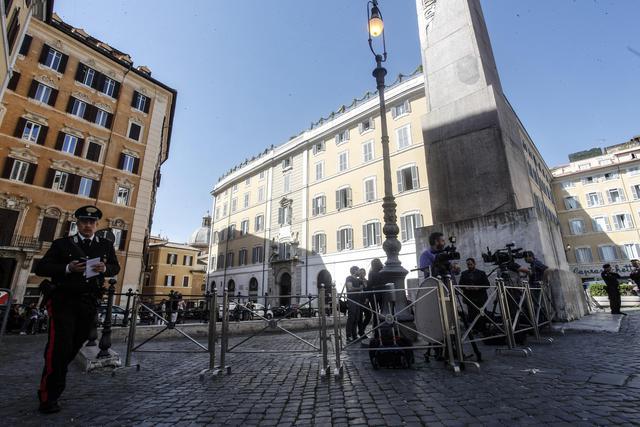 Consultazioni fico interdetti accessi a piazza for Piazza montecitorio 12