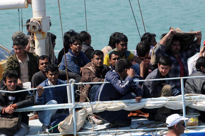 Sbarco 25 siriani a Lecce, anche bambini