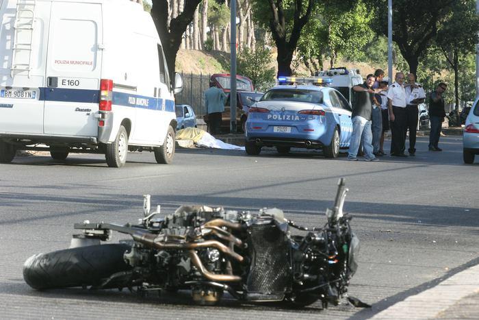 Motociclista muore in A27