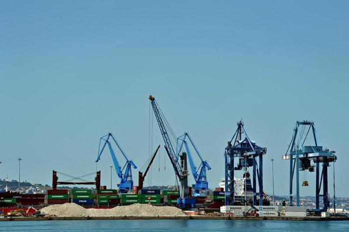 Ue, sprechi a Terminal container Taranto