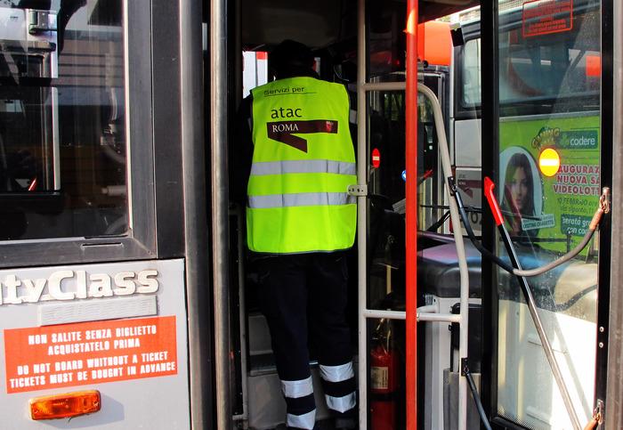 4 autisti atac aggrediti con pietre lazio for Roma mobile atac