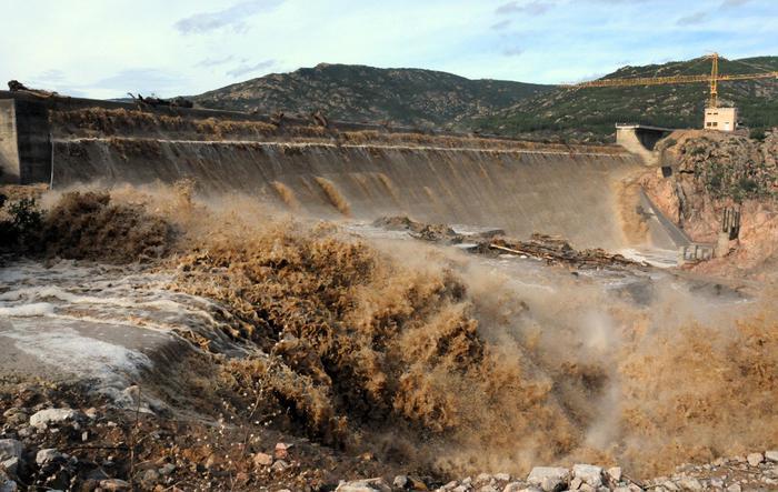 Troppa acqua su Gela, dighe scaricano in mare$
