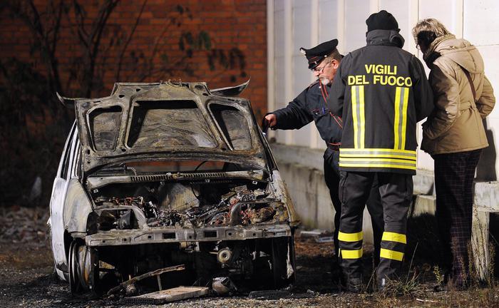 Auto a fuoco nella notte a Sanremo
