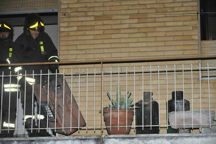 Incidenti domestici: fiammata da stufa, ustionato gravemente