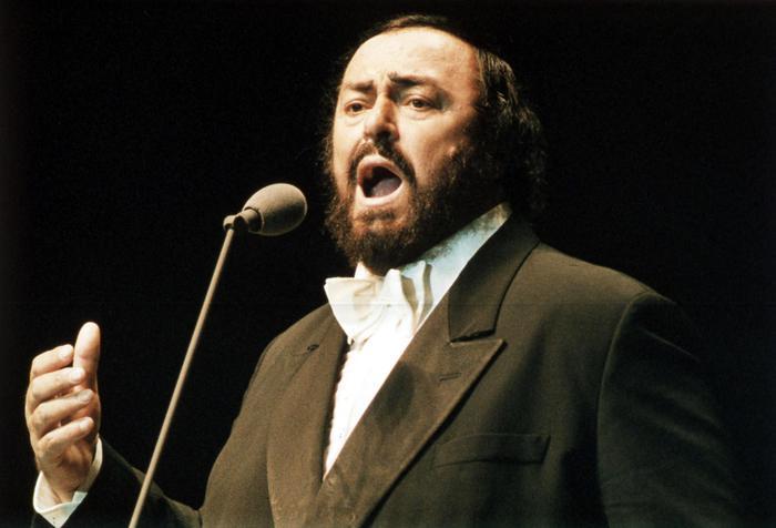 Omaggio Pavarotti,concerto e cesta fiori