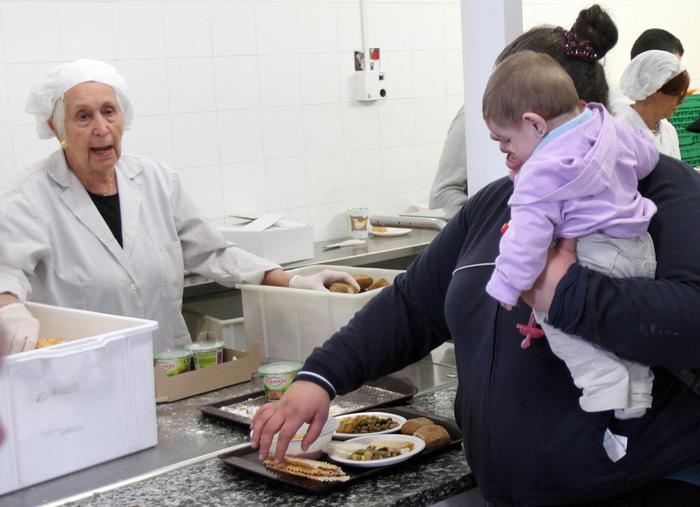 Povertà: 690.000 euro da Decanati a famiglie in difficoltà