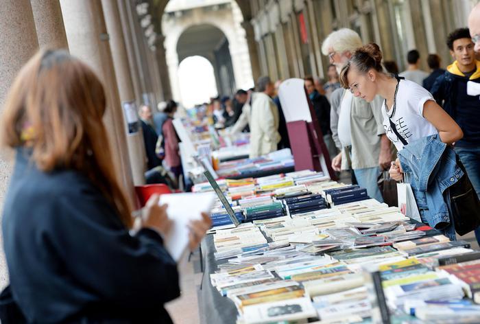 Portici Carta,Torino libreria 'open air'