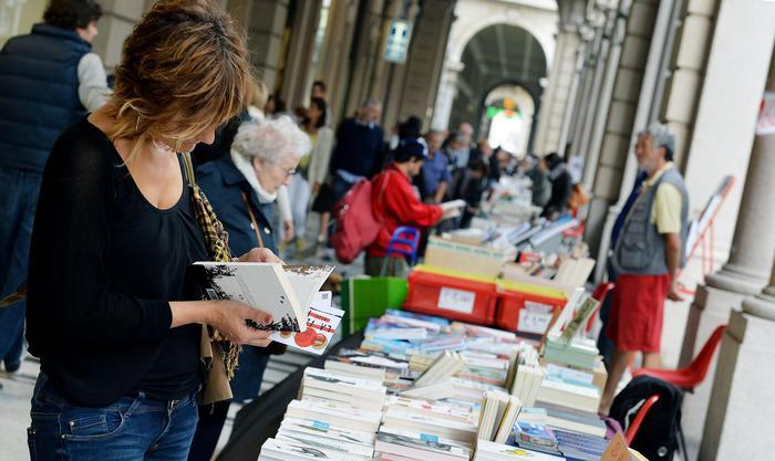 Portici Carta, 2 km librerie in nome Eco