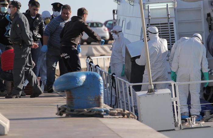 Migranti, in 700 sbarcano ad Augusta$
