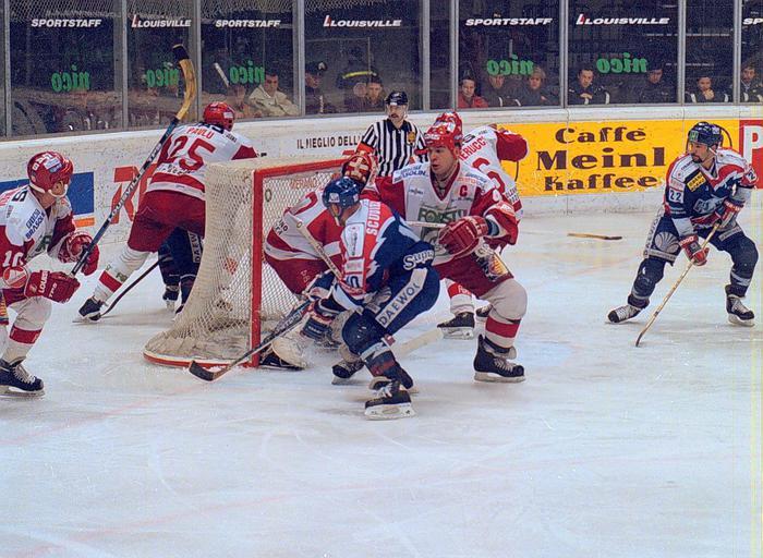 Hockey: giocatori Bolzano ko,salta match