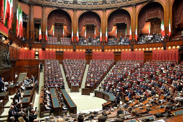 Camera ok commissione giustizia a divorzio breve for Commissione esteri camera