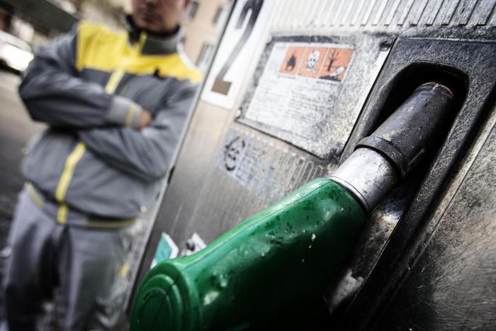 Benzina self service,scelta 70% italiani