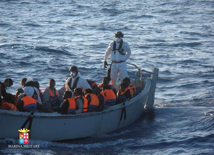 Sbarco ad Augusta di migranti, fermato scafista$