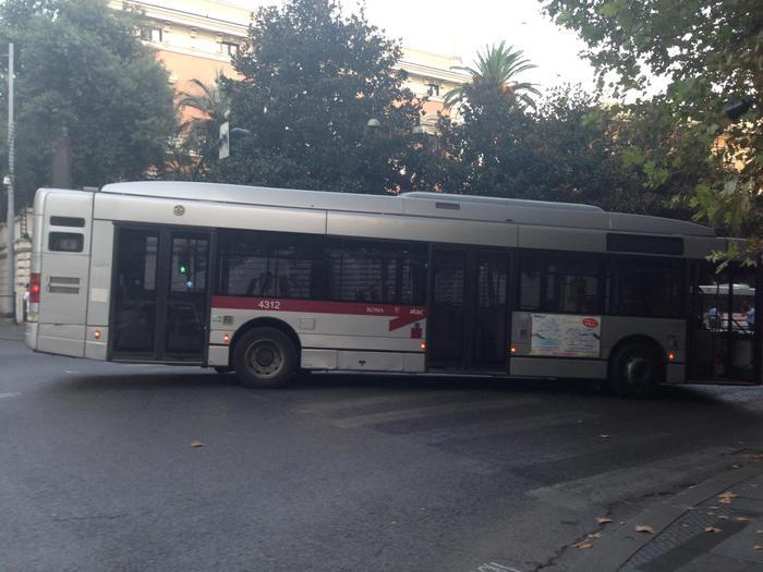 Oltre 10 anni età media autobus isola - ANSA.it