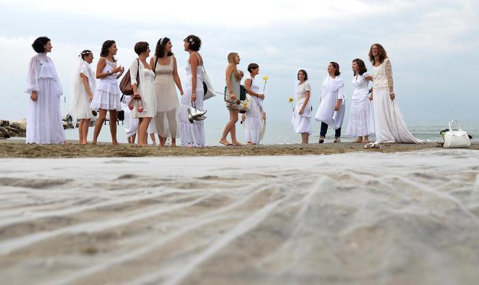 Matrimonio Spiaggia Abruzzo : Al via matrimoni in spiaggia a pescara abruzzo ansa
