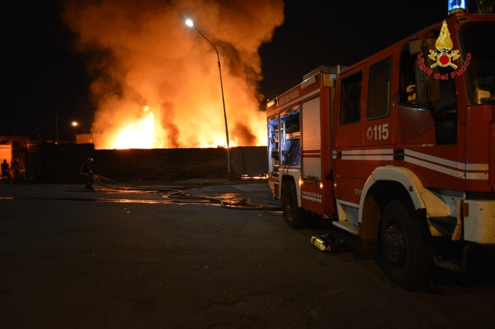 Catania, vasto incendio al mercato ortofrutticolo$