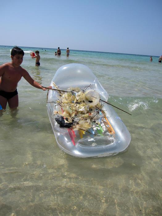 Plastiche in mare, record Mediterraneo