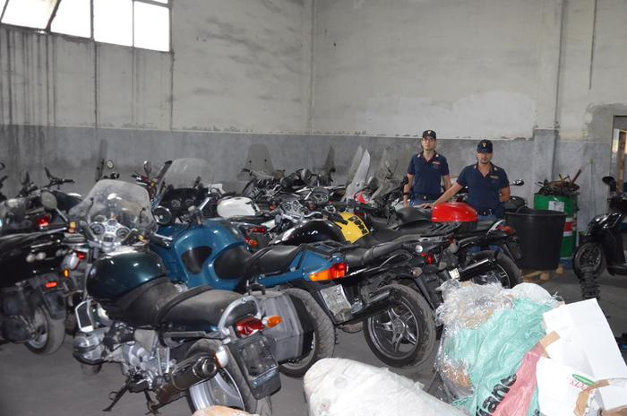 Catania, scoperto deposito di moto rubate$