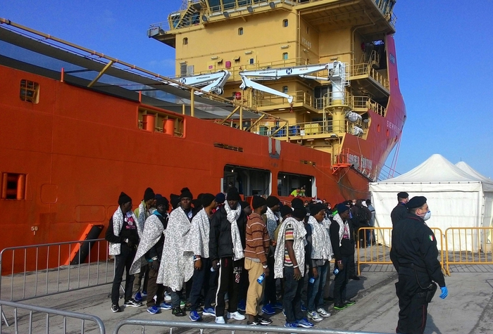 Migranti: hotspot Lampedusa, è emergenza